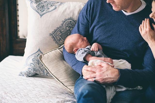 Novinka v nemocenském pojištění – otcovská dovolená