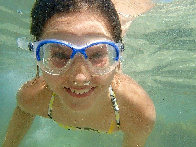 děvče pod vodou.jpg
